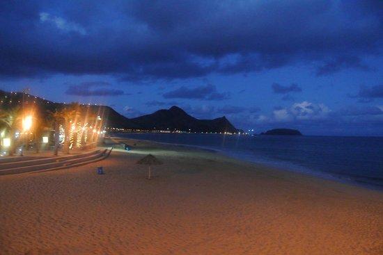 Hotel Praia Dourada: La spiaggia di notte