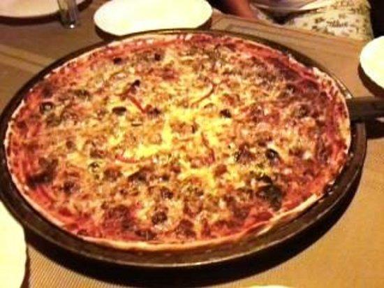 Hazel's Beach Resort: Brick oven baked pizza!