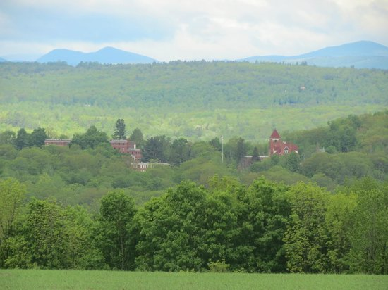 Greenwood Mountain Inn : View of Hebron Academy and The White Mountains