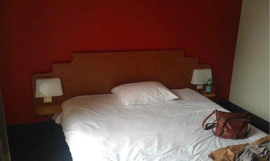 B&B Hôtel Villeneuve Loubet Village : Chambre 68: le lit de 160