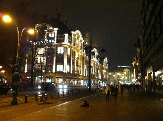 City Hotel Amsterdam: vista notturna
