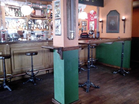 The Irish Viking : right part of the bar coming up the stairs