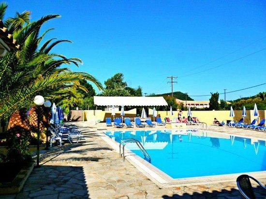 Loxides Apartments: Pool area