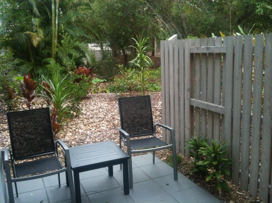 Bayshore Bungalows : coffee area in the morning