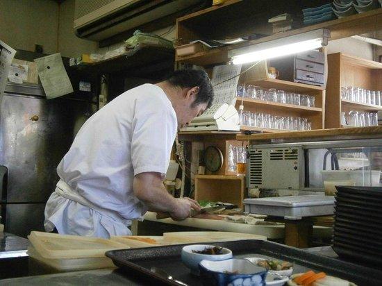 Isokatei: Preparando el pescado