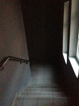 stairwell where the light is not working (even dark when it's light