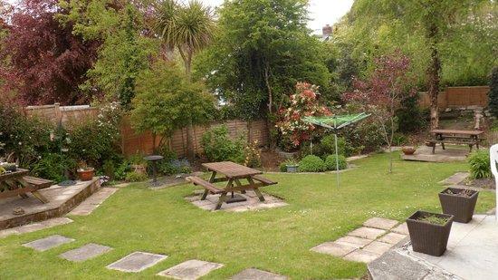 Strathallan Guest House: Garden