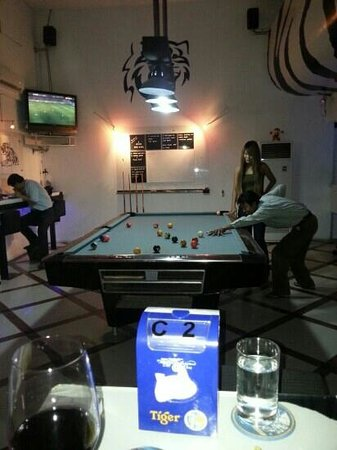 LV Pub: customers enjoying the pool game
