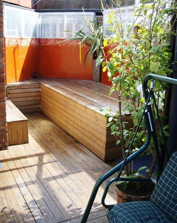 Central Backpackers Oxford : Outdoor deck area!