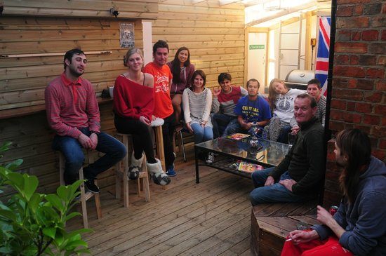 Central Backpackers Oxford: Terrace meeting