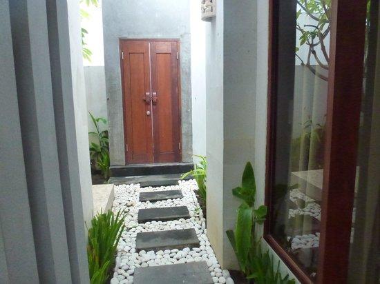 Jas Boutique Villas: front gate