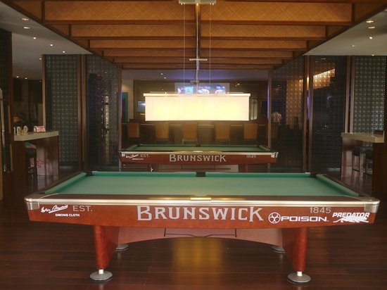 Shangri-La's Boracay Resort & Spa: Billiard tables at the entertainment center.