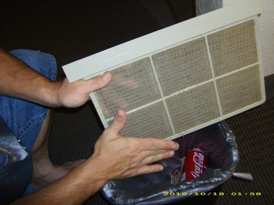 Sleep Inn & Suites: Cleaning the AC Filter