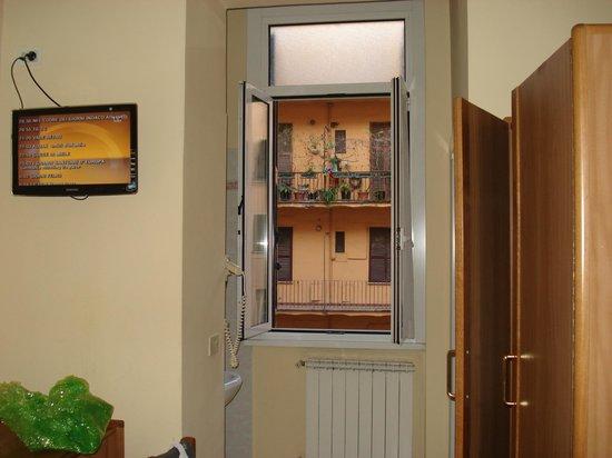 Igea Hotel : la habitaciòn con una vista abierta a un gran espcio.