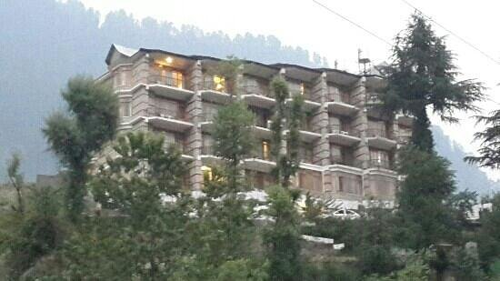 Lord's Regency: nice view of manali from balcony