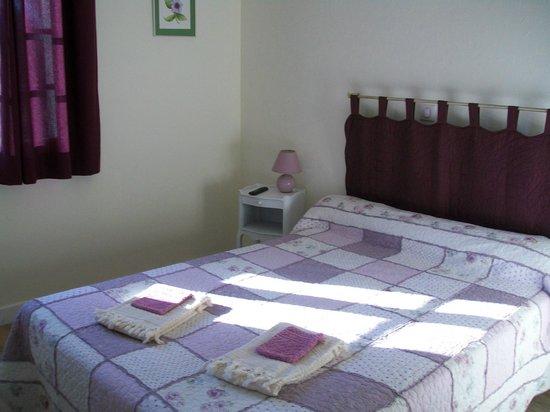Hotel au Charme du Levat : chambre double