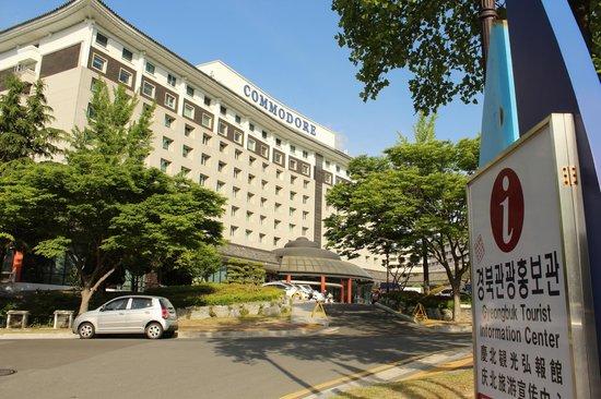 Commodore Hotel Gyeongju : 코모도 앞