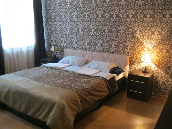 Paradise Hotel at Novy Arbat: Clean and recently decorated room