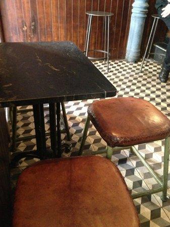 Los Olvidados: Mesas y sillas