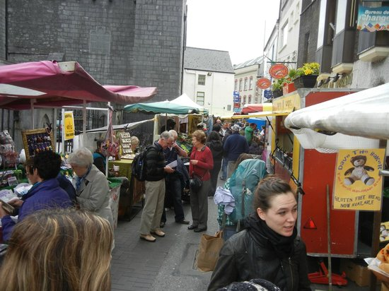 Temple Bar Food Market: Many locals and tourists alike