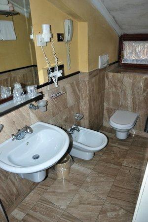 Hotel Violino d'Oro: Salle de bain