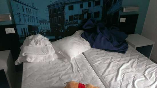 Hotel Mondial: Bed