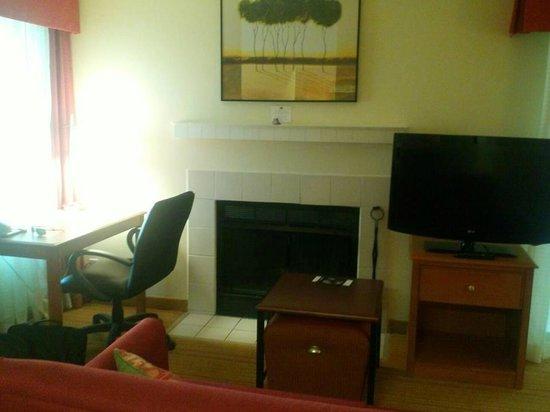 Residence Inn Shelton Fairfield County : Livingroom/Fireplace