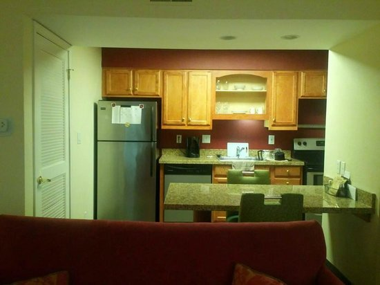 Residence Inn Shelton Fairfield County: Kitchen/Dining Area