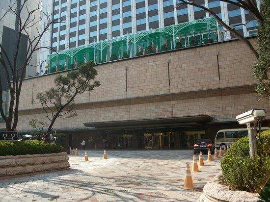Lotte Hotel Seoul: ホテル正面エントランス