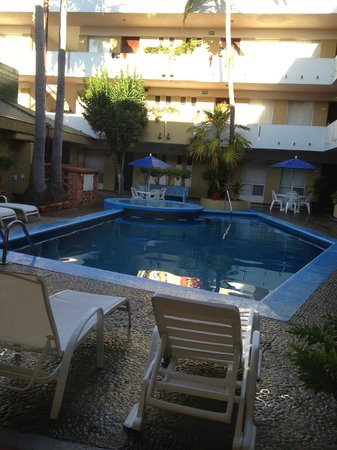 Azteca Inn: View of pool