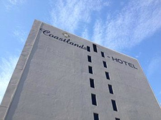 Coastlands Umhlanga: Hotel from street