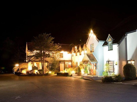 The White Swan at night