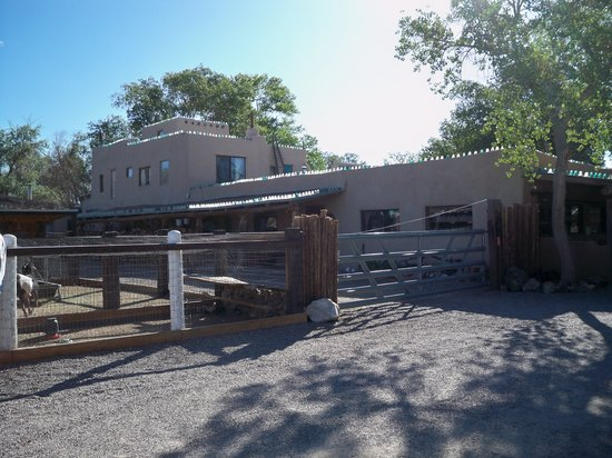 Casa Grande Trading Post & Petting Zoo: Exterior of trading post