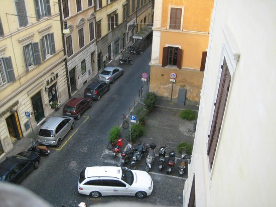 Hotel Azzurra: Street view towards Trevi Fountain