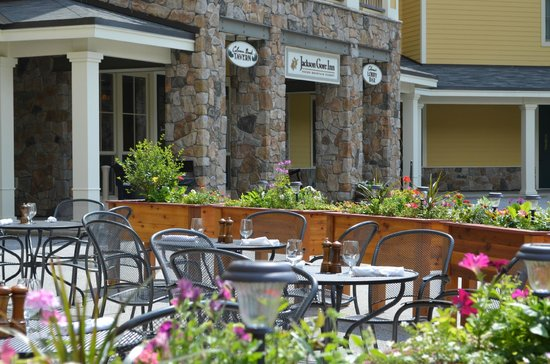 Coleman Brook Tavern : Patio dining