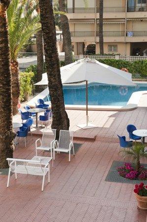 Hotel el Palmeral: terraza, bar y pisicina