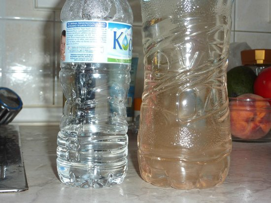 Kassiopi Bay: Mineral water on the left, tap water on the right