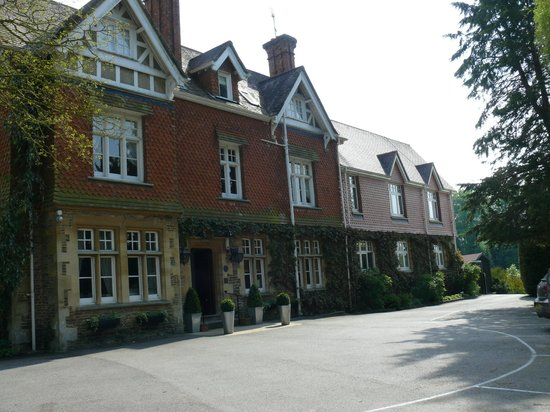 Fallowfields Restaurant and Hotel: Our first view of this charming hotel.