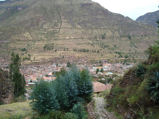 Mullu Cafe: View of the town from some of the ruins