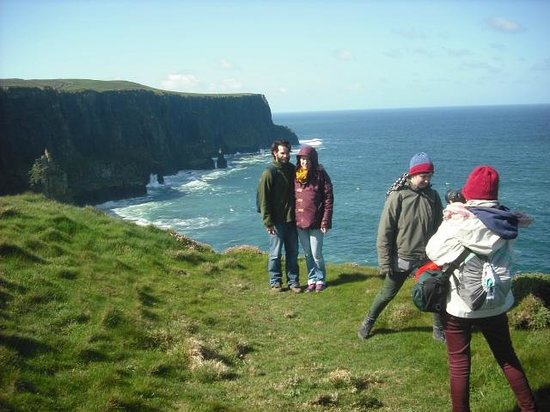 Aille River Hostel: nearby cliffs of moher