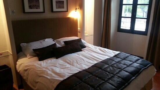 Hotel Le Grimaldi: une chambre spacieuse avec style