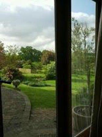 Well Cottage Bed & Breakfast: Blick vom Esszimmer in den Garten