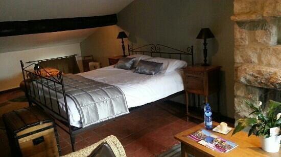 Hotel Le Grimaldi: une suite avec vue mer