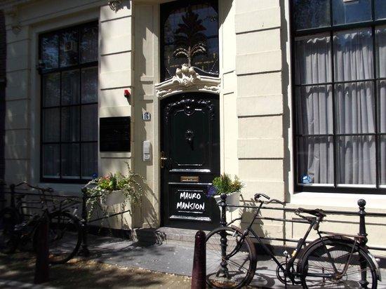 Mauro Mansion: Entrance
