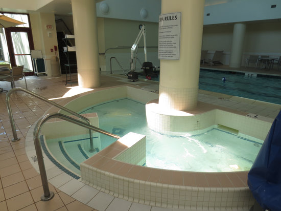 Embassy Suites by Hilton Boston / Waltham: Pool and Hot Tub