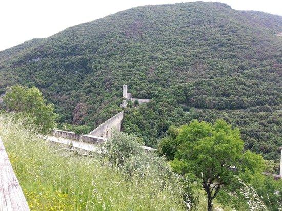 Spoleto, Italie : ponte dele torri