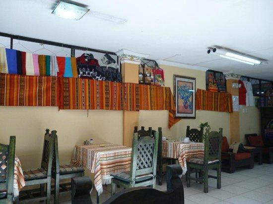Hotel Jardin de Quito : el comedor-lobby-area publica-recepcion del