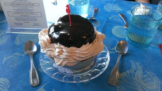 Lord's Harborside Restaurant: Ice Cream Puff