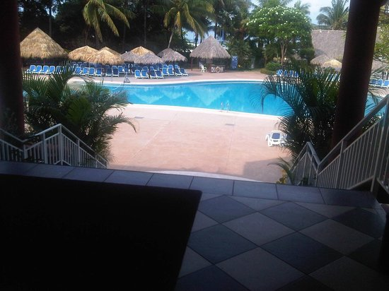 Occidental Tamarindo: PISCINA FRENTE AL LOBBY