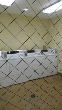 La Quinta Inn & Suites Lexington South / Hamburg: laundry room (didn't use)